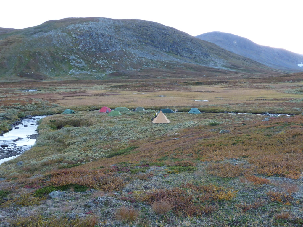 Fig. 7: Basecamp of a student´s mapping course in the mountains (Ammarfjäll). Valley floor is covered by moraine material, but locally exhibits exposures of meta-greywackes of the Ammarnäs complex. Valley flanks exhibit good exposures of the Seve nappe complex. View is to the WSW. Mountain top in the background is at ca. 1300 m above sea level.