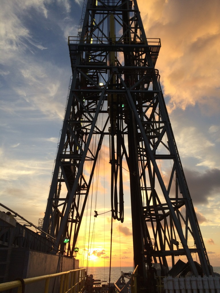 The 61 m-tall derrick, used to support and lower the drilling pipe, is a surprisingly good lightening conductor…