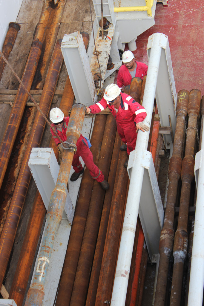 Our super-skilled drilling crew, carefully lifting the pipe into place