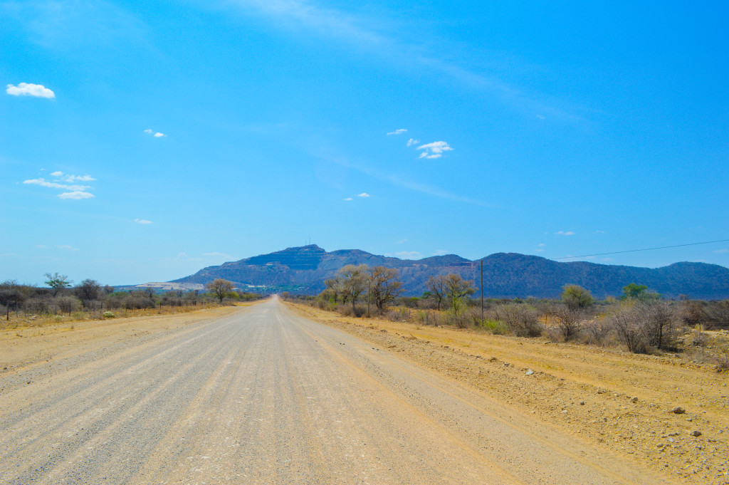 Figure 5: The straight road to the Okorusu fluorite mine.