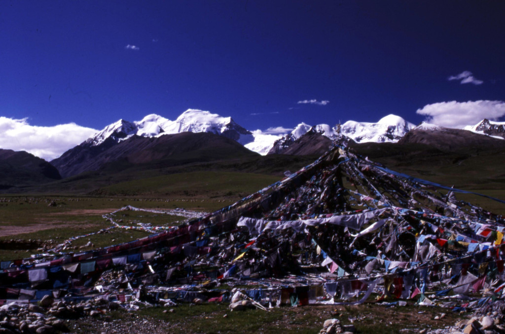 Prayer flags in Nyainqentanglha valley, southern Tibet. The peaks in teh Nyainqentanglha range reach over 6,000 meters elevation.