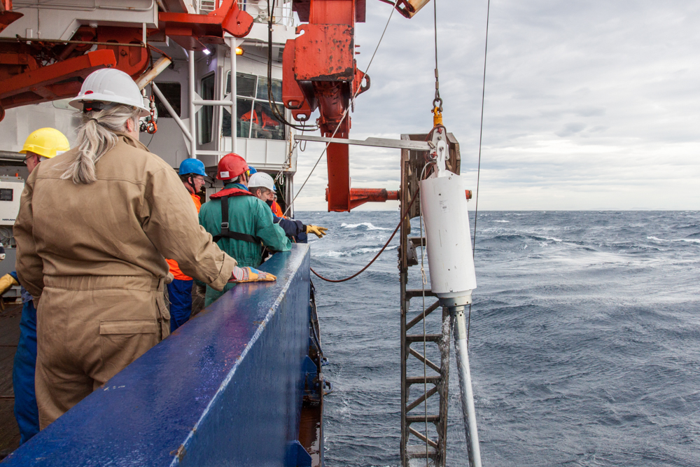 Deployment of the piston corer, somewhere in the Drake Passage (© Thomas Ronge).