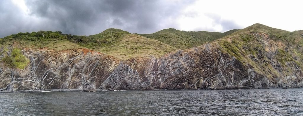 And sampling this variety of (grey) dikes cutting the (dark) basalts on our way back to the mainland, Punta Santa Elena