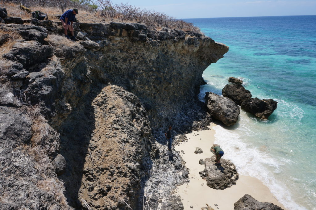 Careful sampling on the Baucau coast